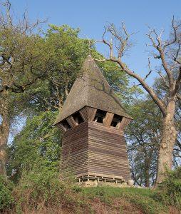 Glockenturm der Kirche in Ulsnis