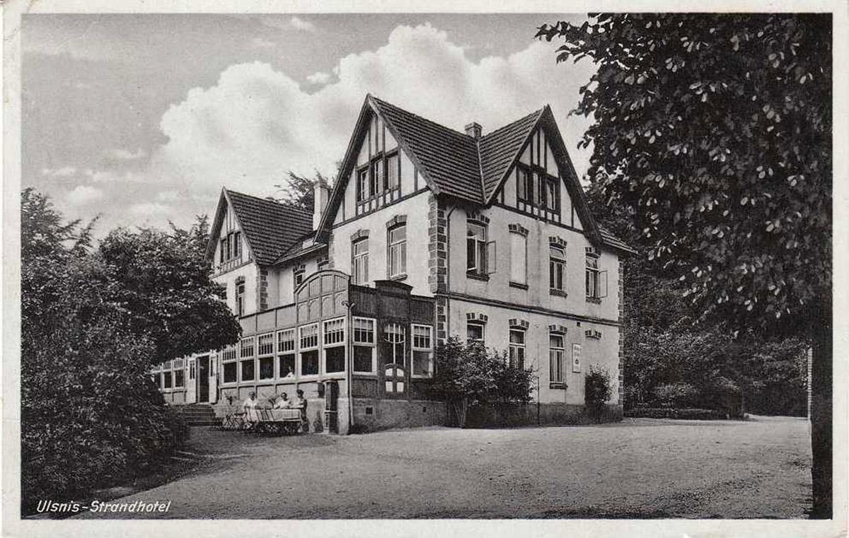 Das Foto zeigt eine alte Postkarte vom Strandhotel in Ulsnis.