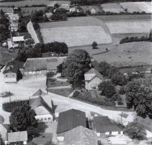 Blick über den Strandweg und die Schleidörferstraße, circa 1950